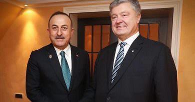 Çavuşoğlu, Münih'te Ukrayna eski Devlet Başkanı Poroşenko ile görüştü
