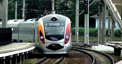 Ukrayna Demiryolları tren seferlerini başlatıyor. Bilet satışına açılan hatların listesi.