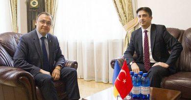 Ukrayna Dışişleri Bakan Yardımcısı Vasil Bodnar ile Türkiye Cumhuriyeti Kiev Büyükelçisi Yağmur Ahmet Güldere