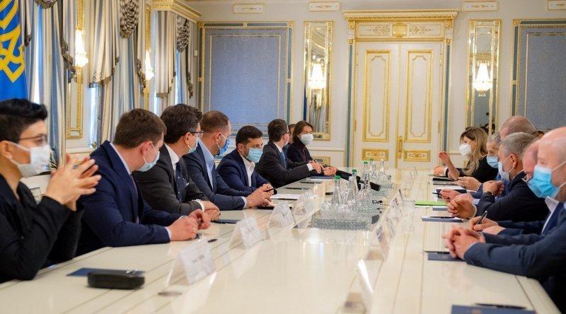 Ukrayna Cumhurbaşkanı Zelenskiy Kırım Tatar halkının temsilcileri ile bir araya geldi.