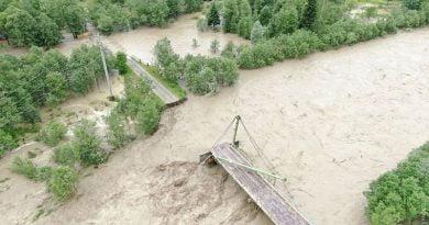 Batı Ukrayna'da 187 yerleşim bölgesi sular altında kaldı