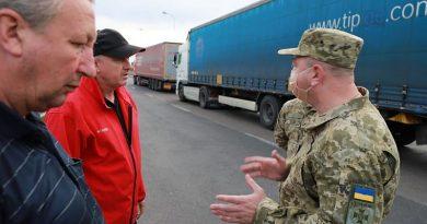 Ukrayna-Polonya sınırında her iki taraftan yüzlerce TIR bekliyor